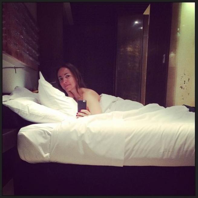 Camila Raznovich, nuda e casta tra le lenzuola